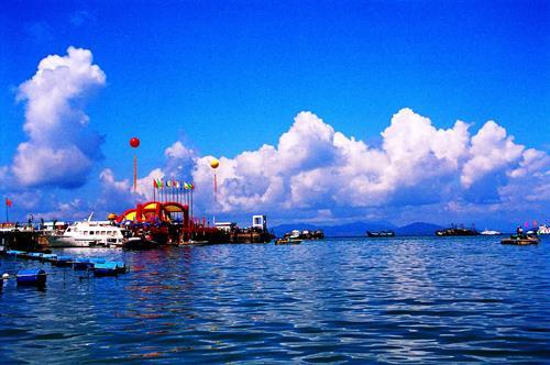 有正在规划建设的大鹏半岛国家地质公园和深圳文化产业聚集地的新大